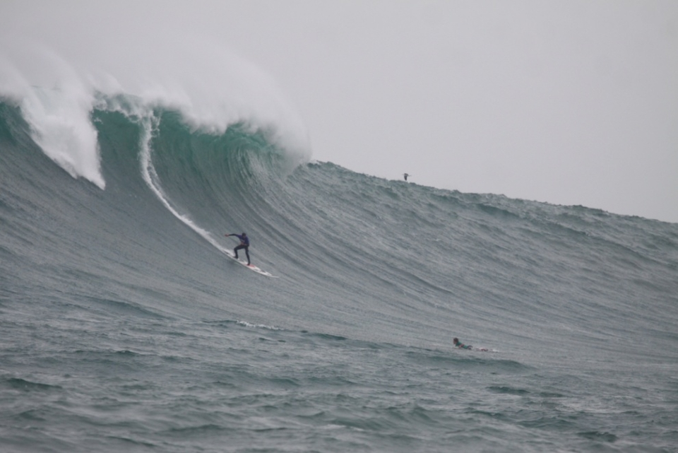 LIKE it big? Today the world's top big wave crazies will compete at the Billabong Pico Alto 2011- Copa Burn. Stop two on the Big Wave World Tour. You can watch it live  HERE .     Legendary shaper and Big Wave World Tour Director Gary Linden said: