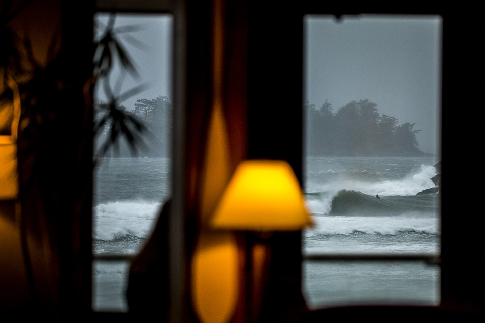 The cosier side of frigid surf watching.