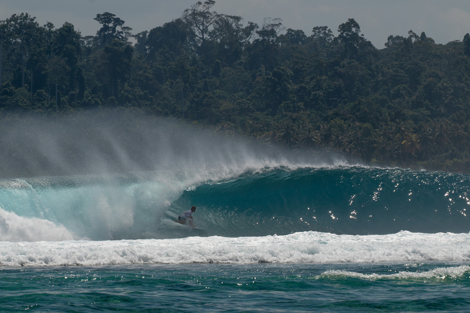 Anthony Fillingham surfing on his own.