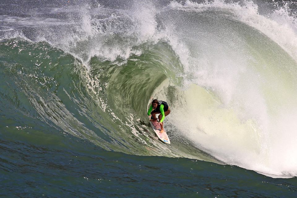 Raquel is, as the locals say, the first woman to get barrelled at Rio's mad slab, Shock.